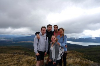 tongariro-alpine-crossing-group