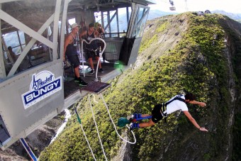 nevis-bungy-jump