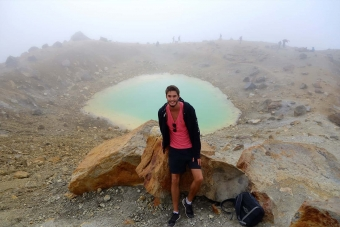 tongariro-alpine-crossing-lake